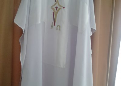 Ornát biely so saténovým krížom