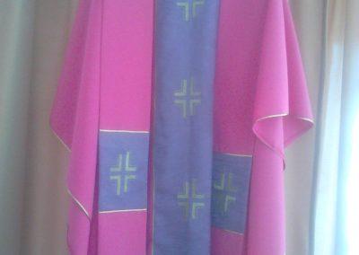 Ornát ružový s fialovým pásom